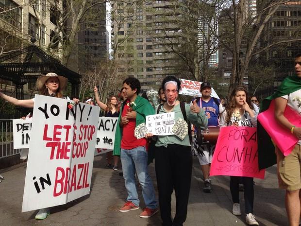 Manifestantes contrários ao impeachment de Dilma protestam em NY (Foto: Lívia Sá/Arquivo pessoal)