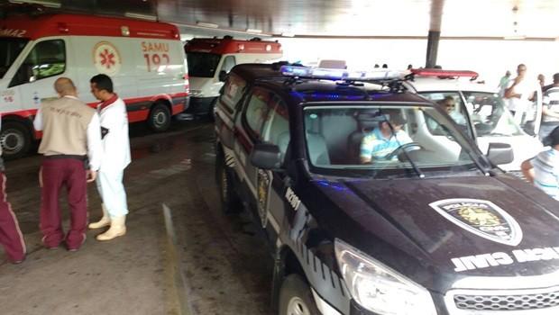Garoto baleado foi socorrido para o Pronto-Socorro Clóvis Sarinho por um carro da Polícia Civil que passava pelo local no momento no disparo (Foto: Otaviano Oliveira )