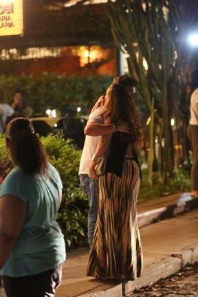 Klebber Toledo com amiga em Trancoso, na Bahia (Foto: Gabriel Rangel/ Ag. News)