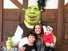 Nívea Stelmann leva os filhos a parque de diversões nos EUA