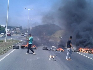 Protesto na Rodovia do Contorno, em Cariacica (Foto: VC no ESTV)