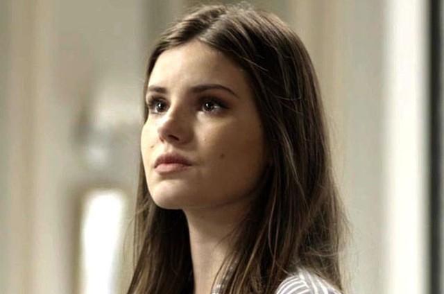 'Pega pega': Camila Queiroz é Luiza (Foto: TV Globo)