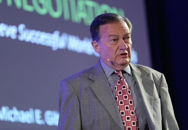 O especialista em negociação Michael Gibbs, durante evento promovido pela HSM (Foto: Divulgação)
