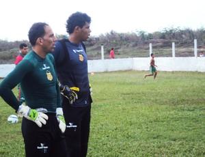 Jean ao lado de Rodrigo Ramos, atual titular do Sampaio (Foto: Afonso Diniz/Globoesporte.com)