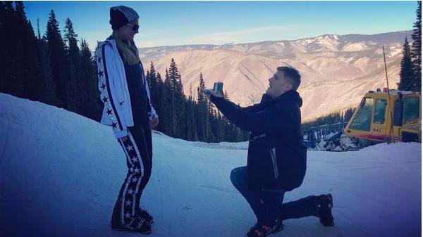 O pedido de casamento feita pelo ator Chris Zylka a Paris Hilton (Foto: Instagram)