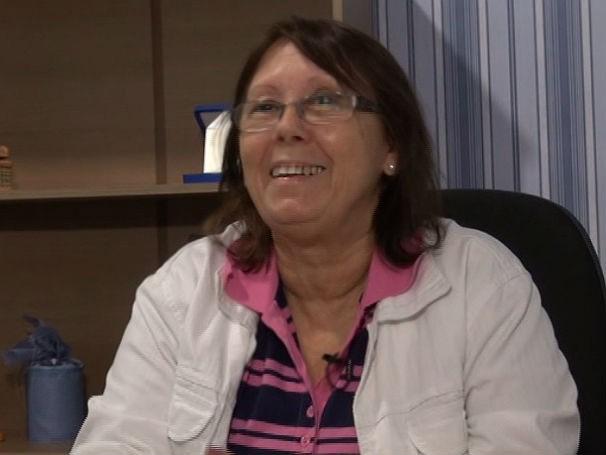 A professora Maria José de Paula Guerra já pode se aposentar, mas prefere continuar dando aula (Foto: Reprodução)