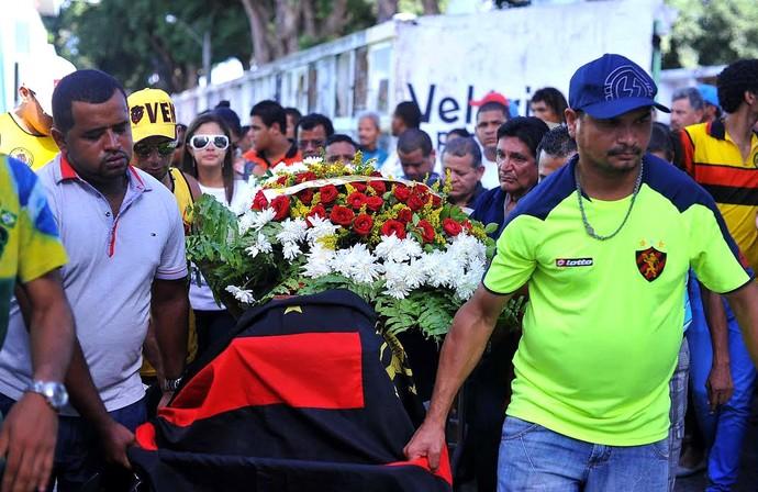 Paulo Ricardo enterro torcedor (Foto: Aldo Carneiro / Pernambuco Press)