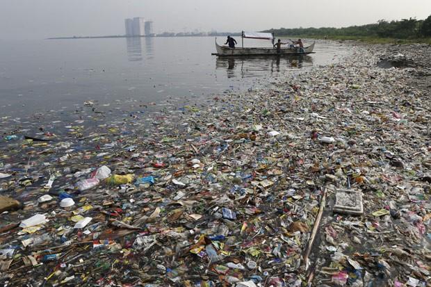 Cientistas dizem que 20 países são responsáveis por 83% da poluição dos mares por plástico (Foto: Reuters/Erik De Castro/Files )
