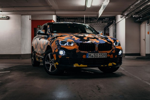 Protótipos do BMW X2 adotam camuflagem para a selva urbana (Foto: Divulgação)