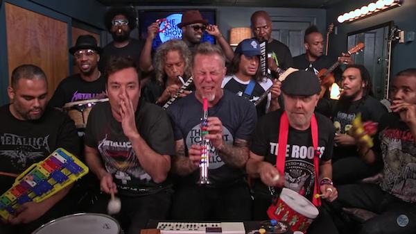 Os membros do Metallica cantam uma versão infantil de 'Enter Sandman' (Foto: Reprodução)