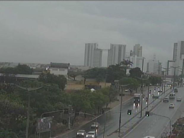 Chuva na Avenida Padre Cícero, em Juazeiro do Norte; Região do Cariri registra chuvas (Foto: Reprodução/TV Verdes Mares)