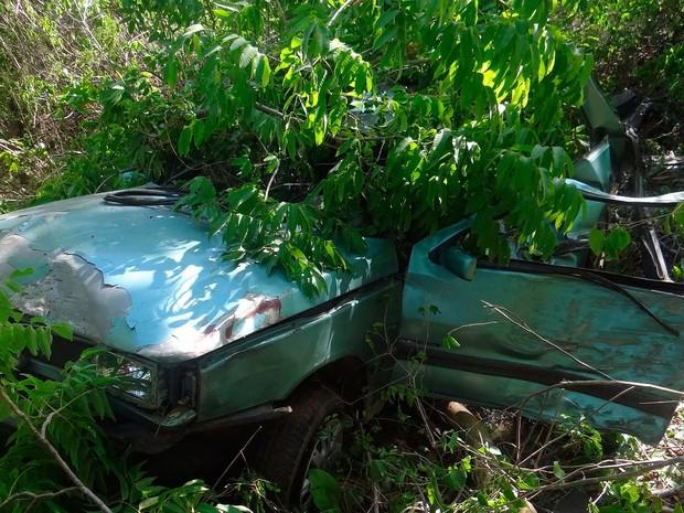 PRF informou que motorista perdeu o controle do veículo, saiu da pista e bateu em árvore na Bahia (Foto: Blog do Sigi Vilares)