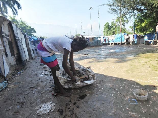 Condições precárias de saúde elevaram o número de casos de cólera depois da passagem do furacão Sandy (Foto: AFP)