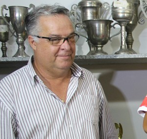 Josué Teixeira, treinador do River-PI (Foto: Emanuele Madeira/GloboEsporte.com)