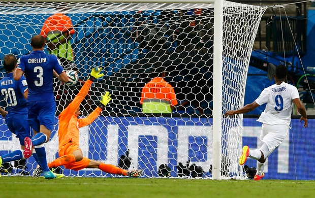 Sturridge gol Inglaterra x Itália (Foto: Reuters)