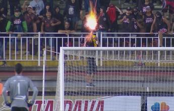 Em derrota para o Avaí, torcedores do Joinville atiram rojões no gramado
