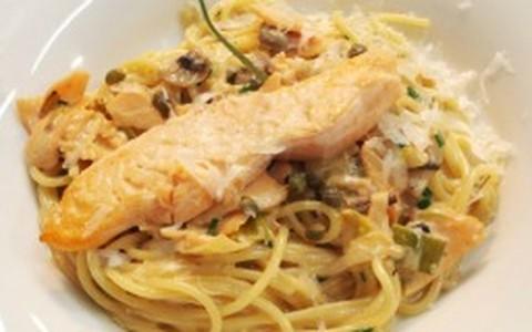 Espaguete com salmão defumado de Claude Troisgros
