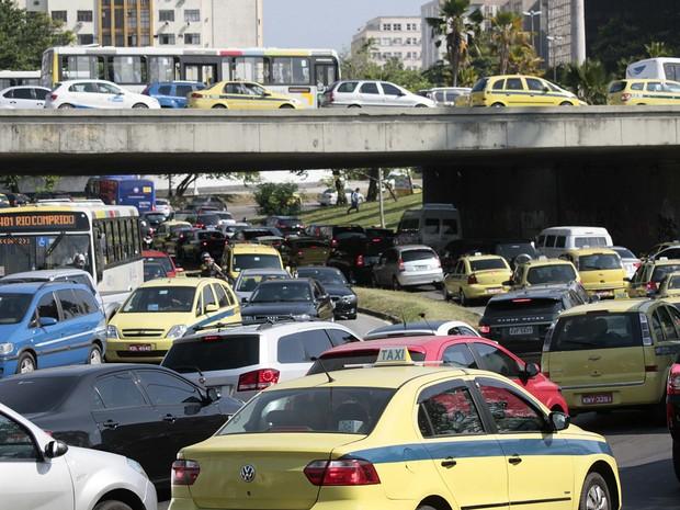 Rio tem trânsito complicado no primeiro dia útil sem a Perimetral. (Foto: Ale Silva/Futura Press/Estadão Conteúdo)