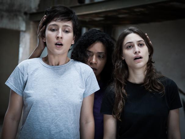 Adassa Martins, Vilma Melo e Luisa Arraes em cena da peça (Foto: Thaís Grechi)