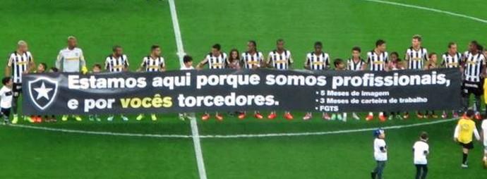 faixa protesto time Botafogo (Foto: Fred Huber)