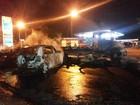 Menor morre carbonizado na BR 458 ao bater carro roubado em caminhão