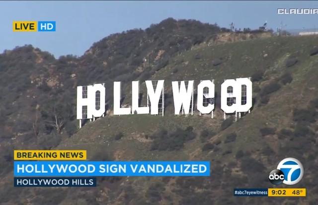 """""""Letreiro de Hollywood é vandalizado"""",dizia a manchete do canal norte-americano ABC (Foto: Reprodução)"""