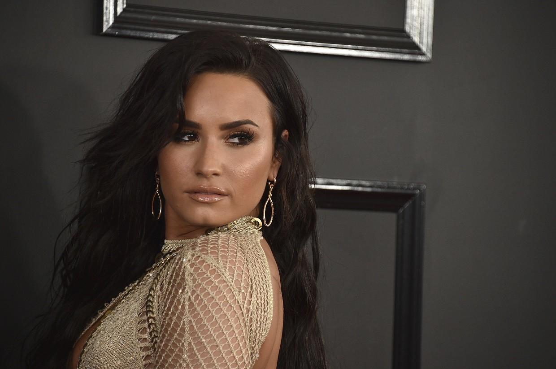 Demi foi um dos destaques do tapete vermelho do Grammy 2017 (Foto: Associated Press)