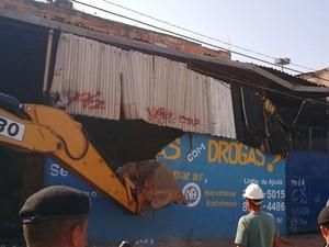 Demolições ocorreram por volta das 12h na favela do Metrô (Foto: Gustavo Duarte/Arquivo Pessoal)