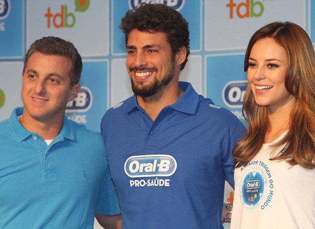 Luciano Huck, Cau&#227; Reymond e Paolla Oliveira (Foto: Ag News)