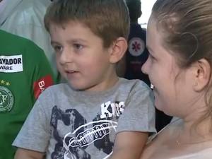 Vítor é uma das crianças que não precisará mais ir a Florianópolis para fazer tratamento (Foto: Reprodução/RBS TV)