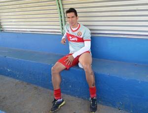 Atacante Souza não treinou devido a dores na perna (Foto: Dennis Weber)