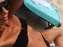 Adriane Galisteu exibe barriga negativa em foto na rede social