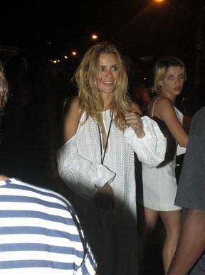 Carolina Dieckmanna e Bruna Linzmeyer em festa na Zona Oeste do Rio (Foto: Marcos Ferreira e Thyago Andrade/ Brazil News)