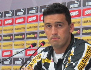 Edilson coletiva Botafogo (Foto: Fred Huber)