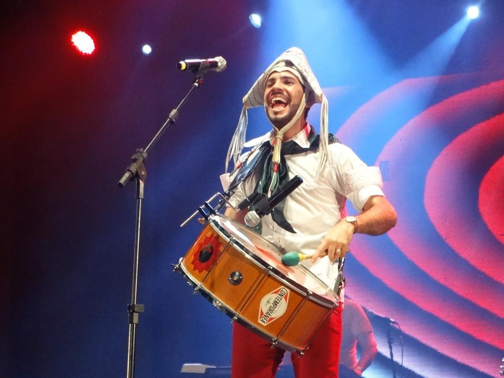 banda Fulô de Mandacaru canta os seus sucessos da primeira noite de forró em Caruaru (Foto: Lafaete Vaz/G1)