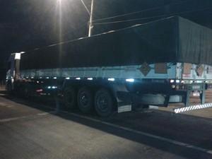 Caminhão com 25 toneladas de explosivos sem autorização (Foto: Polícia Rodoviária Federal)