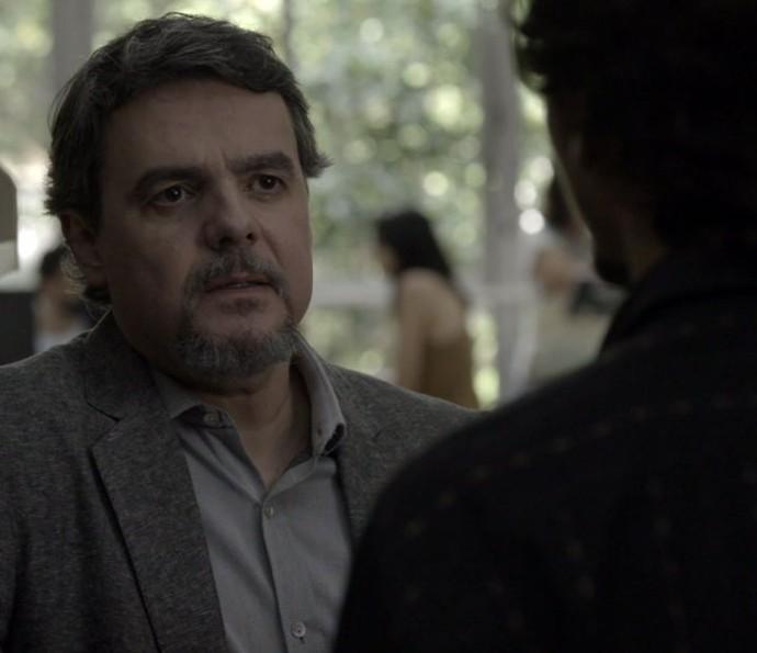 Heitor conta que Elisa queria matar Vicente (Foto: TV Globo)