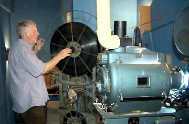 Teledomingo mostra que antigo projeto é usado em cinema da Região Metropolitana (Foto: Reprodução/RBS TV)