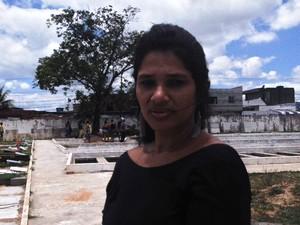 Eliane Santos, vizinha e amiga da vítima (Foto: Juliana Almirante / G1)