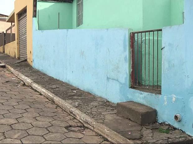 Vítima foi morta em frente de casa em Maria da Fé (Foto: Reprodução EPTV)