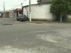 Metalúrgico é baleado após sofrer assalto no bairro Emecal em Taubaté (Foto: Reprodução/ TV Vanguarda)