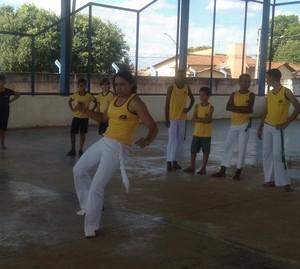 Priscila dá aulas de capoeira, em escola da rede pública de Porto Nacional (Foto: Vilma Nascimento/GloboEsporte.com)