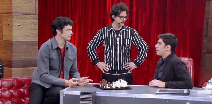 Juliano Enrico durante gravação do Adnight, com Marcelo Adnet e Mateus Solano (Foto: Divulgação / TV Gazeta ES)