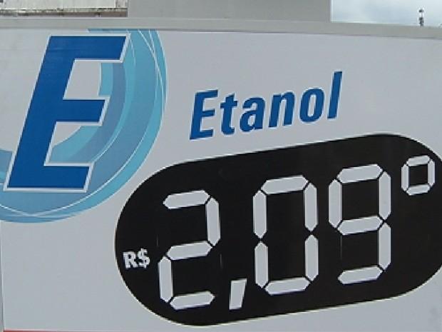 Em Botucatu, valor do litro chega a R$ 2,09 (Foto: Reprodução TV TEM)