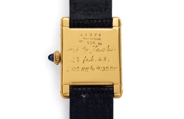 Verso do relógio de Jackie (Foto: Reprodução)