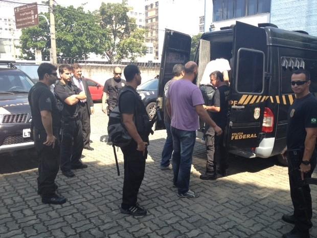 Envolvidos no golpe são transferidos para o presídio Ari Franco, em Água Santa. (Foto: Mariucha Machado / G1)