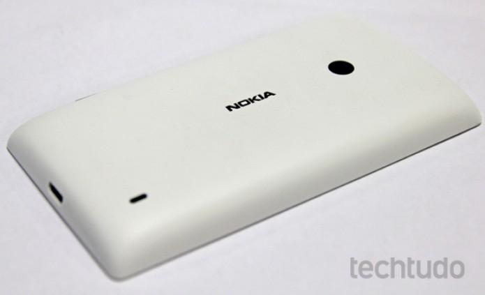 O Nokia Lumia 520 permite trocar a tampa traseira (Foto: Marlon Câmara/TechTudo)