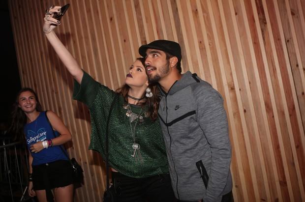 Caio Castro e Agatha Moreira no Lollapalooza (Foto: Iwi Onodera/EGO)