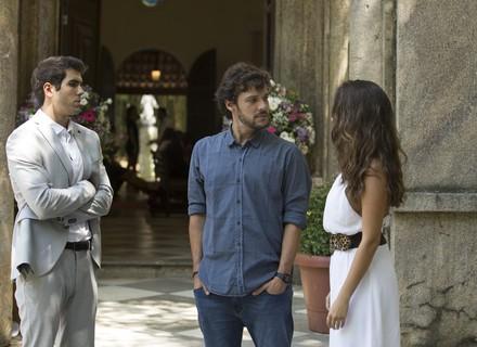 Renato se enrola ao falar de Filipe e Nanda fica desconfiada