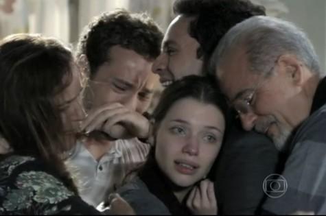 Cena em que a autista Linda faz o longo desabafo à família em 'Amor à vida' (Foto: TV Globo)